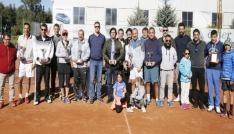 Büyükşehir, teniste yetişkin gençleri buluşturdu