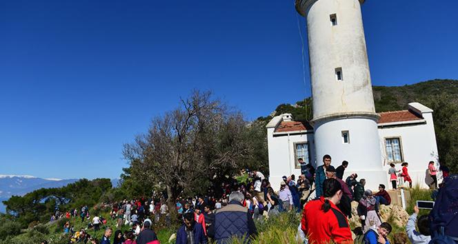 Bin 500 kişi tarihi Gelidonya Fenerine yürüdü