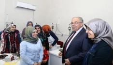 Başkan Kutlu ve eşi kadın ve gençlik merkezinde incelemelerde bulundu