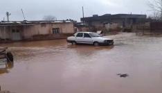 Akçakalede ev ve iş yerlerini su bastı