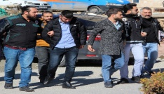 Kadının tekme tokat saldırdığı uyuşturucu taciri kadınla birlikte 3 şüpheli tutuklandı
