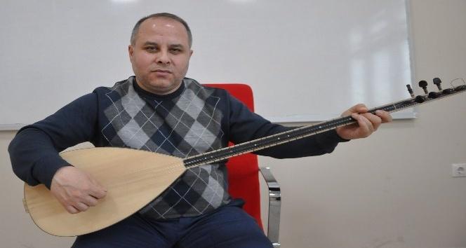 Uşak kültürünü türkülerle yaşatmaya çalışıyor