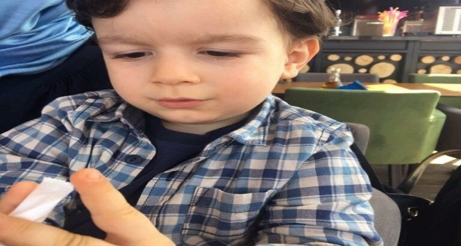 Oyun oynarken perdenin ipi boğazına dolanan 3,5 yaşındaki çocuk yaşam mücadelesi veriyor