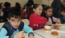 Öğrencilere sıcak çorba ikramı