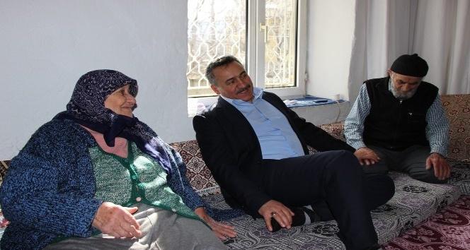 Başkan Tutaldan yaşlı ve hastalara moral ziyareti