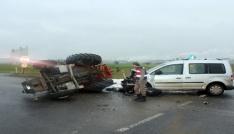 Traktörle hafif ticari araç çarpıştı: 1 yaralı