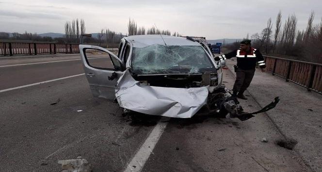 Afyonkarahisarda trafik kazası: 2 yaralı