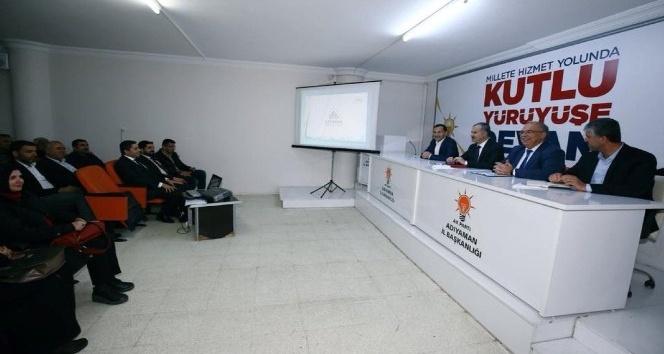 Başkan Kutlu toplantıda belediyenin çalışmalarını anlattı
