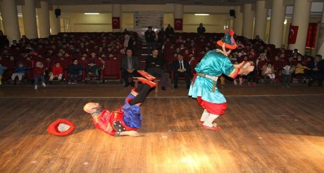Hacivat ve Karagöz çocukları sevindirmeye devam ediyor