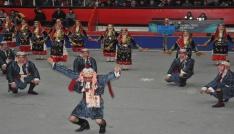 Uşakta halk oyunları yarışması düzenlendi