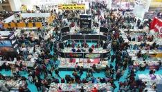 12. Ankara Kitap Fuarında ünlü yazarlar okuyucularıyla bir araya geldi
