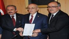 İttifak teklifi TBMM Başkanı İsmail Kahramana sunuldu