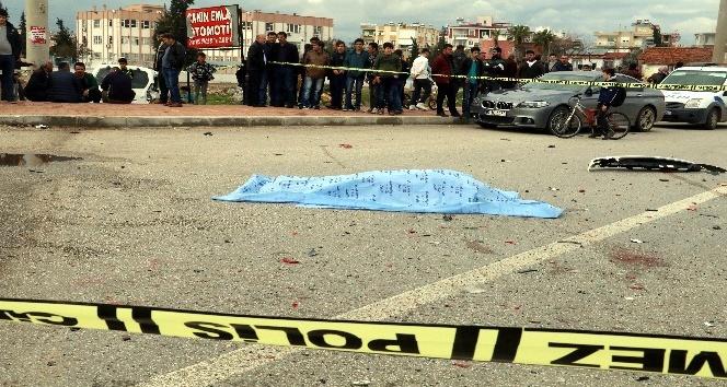 Otomobilin kapısından fırlayan sürücü hayatını kaybetti
