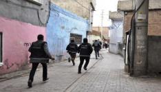 Diyarbakırda hava destekli uygulamada 12 EYP ele geçirildi