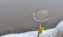Karsta eriyen buzlar balıkçılara yaradı