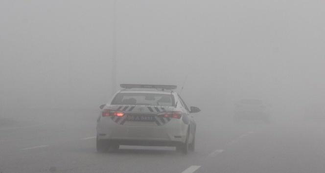 Sivasta yoğun sis sürücülere zor anlar yaşattı