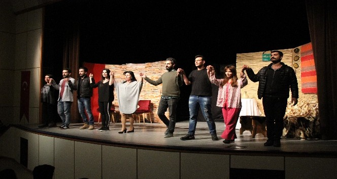 Hizanda Sahte Cennet adlı tiyatro oyunu sahnelendi
