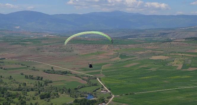 Karabükte yamaç paraşütü heyecanı