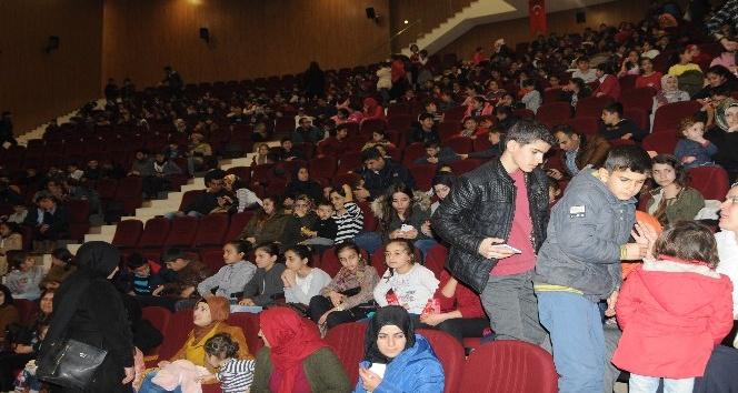 Şırnakta öğrenciler tiyatroyla buluştu