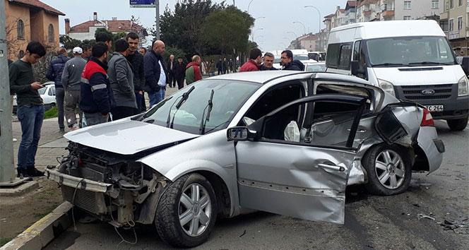 Ordu'da 2 otomobil çarpıştı: 3 yaralı