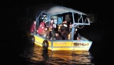 Akdeniz açıklarında 5i çocuk 38 düzensiz göçmen yakalandı