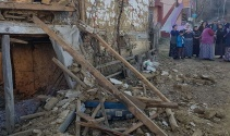 İki katlı ahşap ev çöktü: 1 ölü