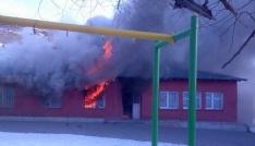 Karsta ilkokul yandı