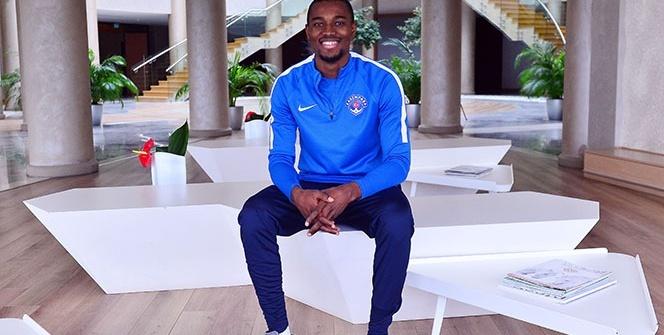 Bernard Mensah: 'Ceza sahası içerisinde kendimi yere atan bir futbolcu değilim'