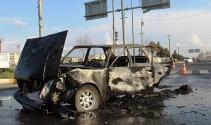 İki aracın karıştığı kazada otomobil küle döndü