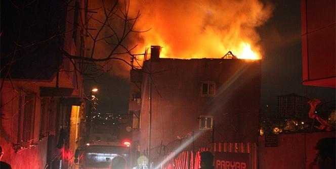 Kağıthane'de çatı katı alev alev yandı