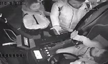 Ağabeyinin indirimli kartıyla otobüse binmeye çalışan kadın yakalandı