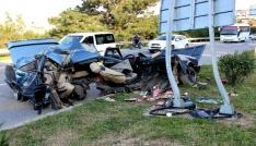 Hatayda korkunç kaza: Araç ikiye bölündü