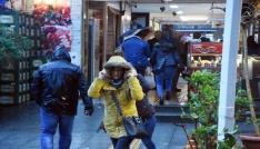 İzmirde fırtına hayatı olumsuz etkiledi
