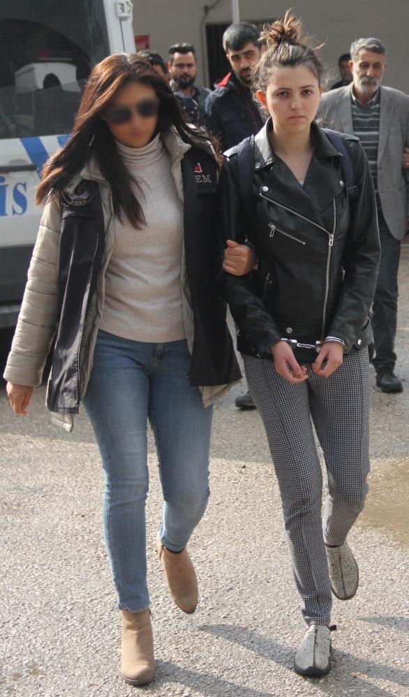 YPG'yi öven dergi satan iki üniversiteli yakalandı