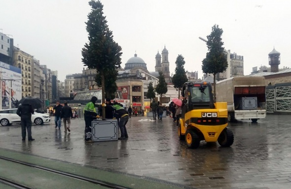 Bugün Taksim'e konuldular! İşte ilk fotoğraflar...