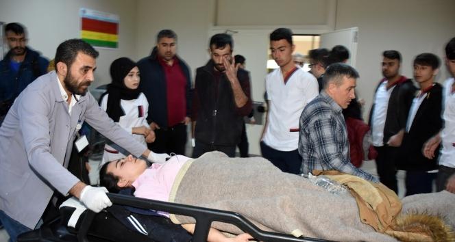 Aksarayda öğrenci minibüsü devrildi: 18 yaralı