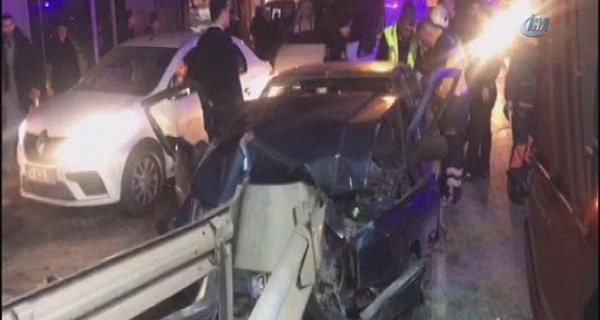 İstanbul Sultanbeylide otomobil bariyere çarptı: 4 yaralı