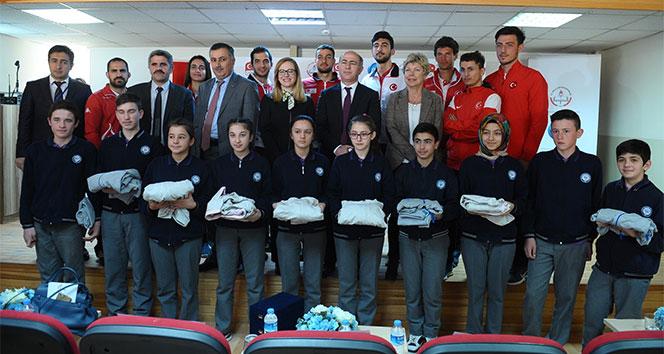 300den fazla yatılı bölge okuluna 50 bin spor eşofmanı desteği