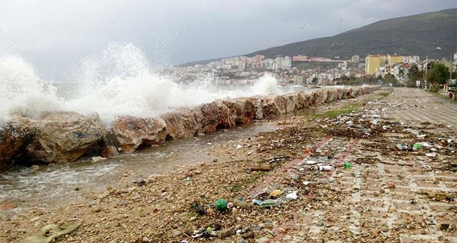 Gemlikte sahil çöple doldu