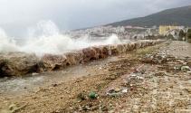 Gemlik'te sahil çöple doldu