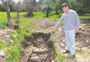 Tuvalet çukuru kazarken, Roma dönemine ait mozaik buldu
