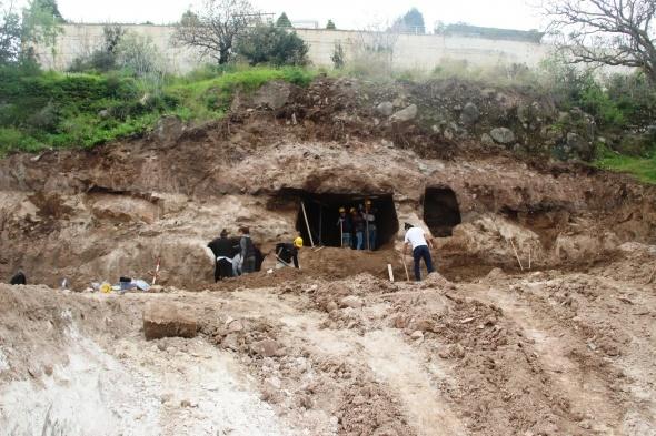 Villa inşaatında kaya mezarları bulundu