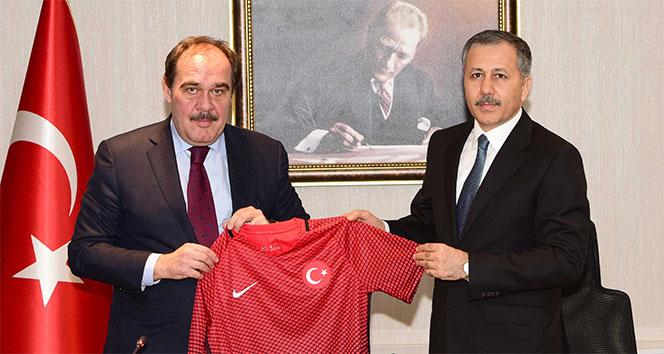 TFF Başkanı Yıldırım Demirören, Vali Ali Yerlikayayı ziyaret etti