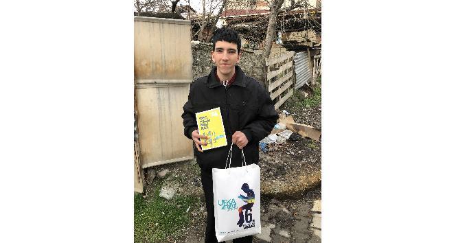 'Kitaplar yakılmasın, okunsun' diyen Tosyalı Murat'tan Ufka Yolculuk çağrısı