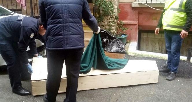 Beyoğlu'nda bir kişi otel odasında ölü bulundu