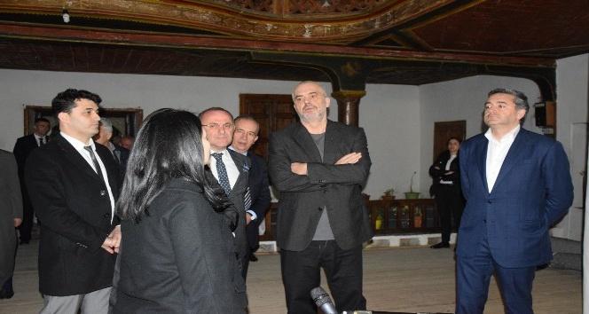 Arnavutluk Başbakanı Edi Rama Berat'ta TİKA'nın Restorasyon Projelerini İnceledi