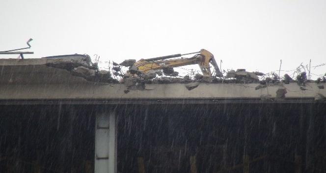 Taksim'de AKM'nin çatısında yıkım çalışmaları başladı