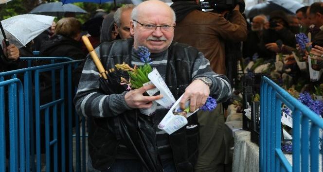 Bağcılar'da Kadınlar Günü'nde 25 bin adet sümbül dağıtıldı
