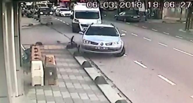 Sultanbeyli'de direksiyon hakimiyetini kaybeden sürücü kaldırıma çıktı