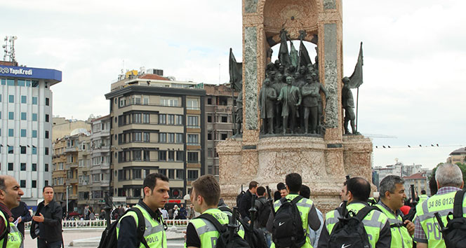 Polis Taksim Anıtı'nı kapattı